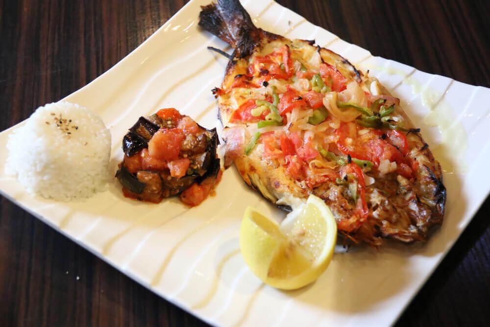 How does a sunfish taste like?